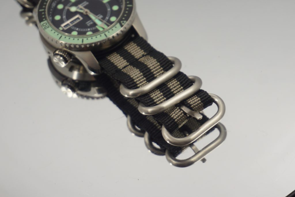 The 5 x buckle version with rounded / smooth buckles