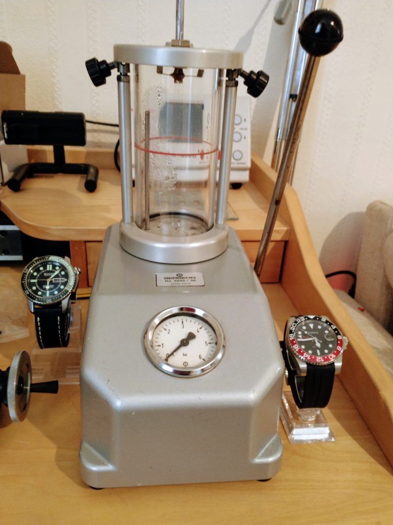 Our Bergeon 5555 / 98 - watch water resistancy test chamber